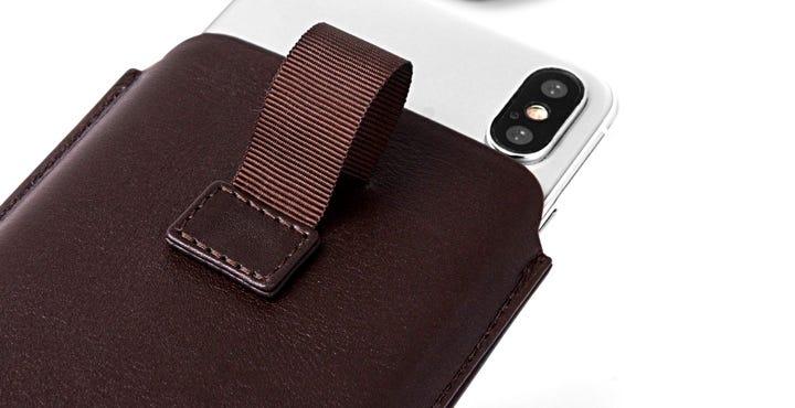 iPhone X用プルアップストラップ付きケース - Dark Taupe - Goat Leather