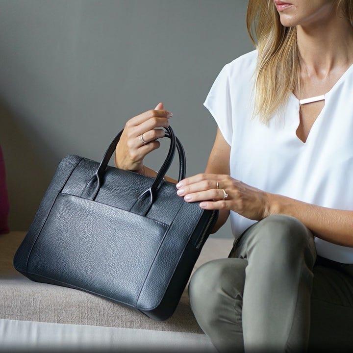 ブリーフケース(13インチ) - Black - Granulated Leather
