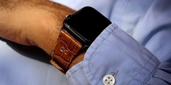 Apple Watch シリーズ 4 レザーウォッチバンド Classic- (44 mm) - Camel - Crocodile style calfskin