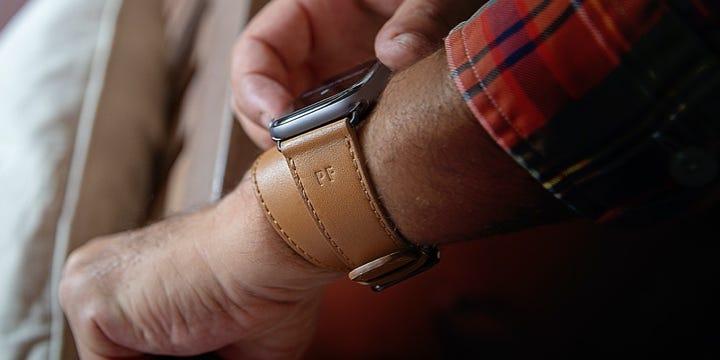 Apple Watch シリーズ 5 ドゥブルトゥーウォッチバンド - (44 mm) - Natural - Smooth Leather