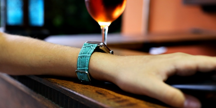 Apple Watch シリーズ 5 - (40 mm) - Turquoise - Crocodile style calfskin